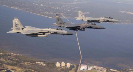 En el vuelo de entrega de St. Louis a Englin, el F-15EX fue escoltado por un F-15C y un F-15D.