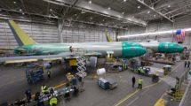 Dos Boeing KC-46 en la cadena de montaje en Everett.