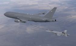 Repostaje del F/A-18C por el KC-46A.