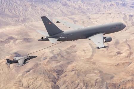 La división de aviones militares de Boeing ha visto caer sus ingresos en el tercer trimestre de 2016 un 19 por ciento respecto a un año antes.