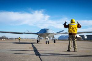 El demostrador del Boeing MQ-25 durante sus pruebas previas a su selección por la Marina de Estados Unidos.