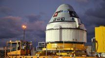 Traslado de la cápsula Boeing Satrliner hacia el cohete Atlas V para su primer vuelo en 2019.