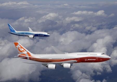B-748-8 I y B-787 Dreamliner volando juntos