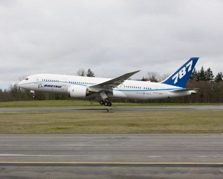 Boeing 787 Dreamliner ZA 004
