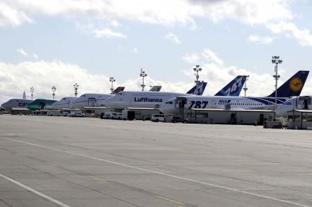 Linea de aviones Boeing 747-8 y 787