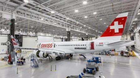 Bombardier hará un importante ddesembarco en le Bourget con dos de sus CSeries, uno de ellos pintado de Swiss, el cliente lanzador.