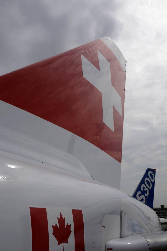 Suiza y Canadá, dos banderas en el CS100 que comparten colores.