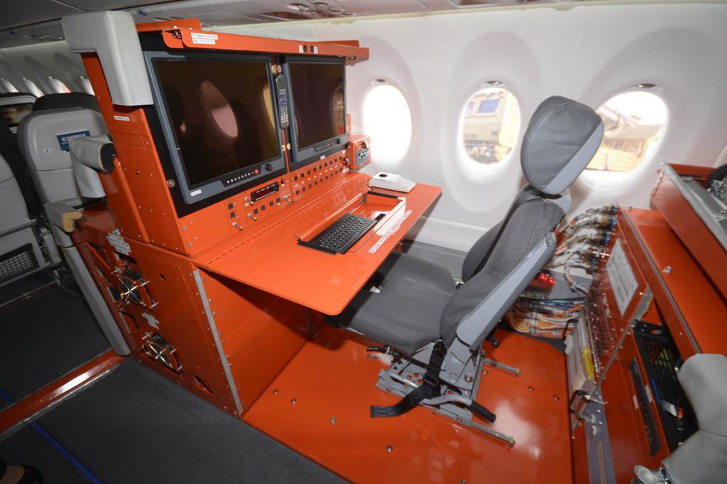El avión presentado en Le Bourget es el quinto ejemplar, usado en el programa de certificación de ahí la presesencia de esta consola de toma de datos.