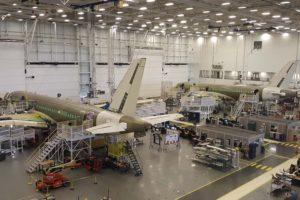 Cadena de montaje del A220 en la factoría de Bombardier en Quebec.