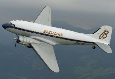 El DC-3 de Breitling fue construido en 1940 y entregado a American Airlines. Fue incautado por el Ejército estadounidense en 1942 y devuelto en 1944. Tras esto pasó por diversas aerolíneas hasta ser comprado y restaurado por un grupo de entusiastas.