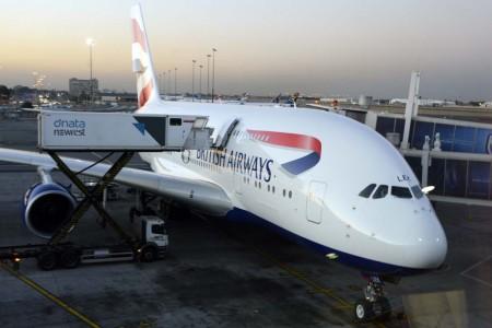 British Airways está sustituyendo su flota de largo radio por nuevos aviones como este A380,
