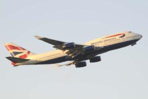El Boeing 747-400 G´-CIVD despegando de Londres cuando todavía lucía la decoración completa de British Airways antes de sustituir sus títulos por los de Oneworld.