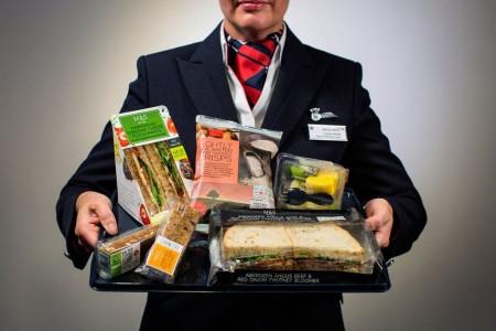 Bajo la dirección de Alex Cruz, ex Vueling, British Airways se ha sumado a la lista de aerolíneas que cobran la comida y bebida en turista en los vuelos europeos.
