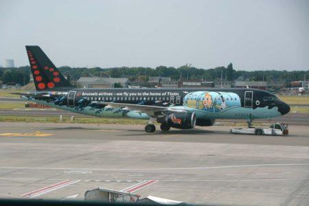 Uno de los varios A320 de Brussels Airlines decorados con temas belgas.
