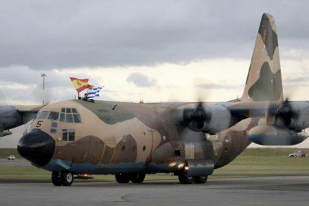 Llegada a Uruguay del primero de los dos C-130 vendidos por España a ese país.