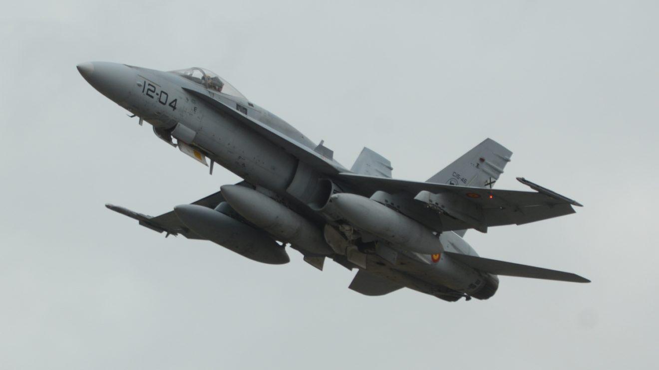 Para las misiones de patrulla los F/A-18 estarán armados con dos AIM-9 Sidewinder, dos AIM-120 AMRAAN y 400 proyectiles para el cañón interno.