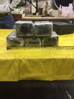 Algunos de los paquetes de cocaina encontrados en el avión de American Airlines.