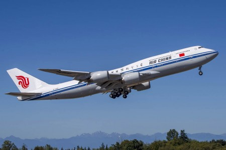 Despegue del primer Boeing 747-8I de China Airlines.