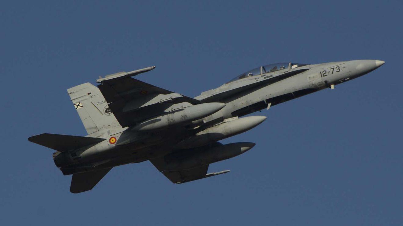 Uno de los seis F/A-18 desplegados a Bodo es un biplaza que permitirá volar en el asiento de atrás a pilotos de otros países en las misiones.