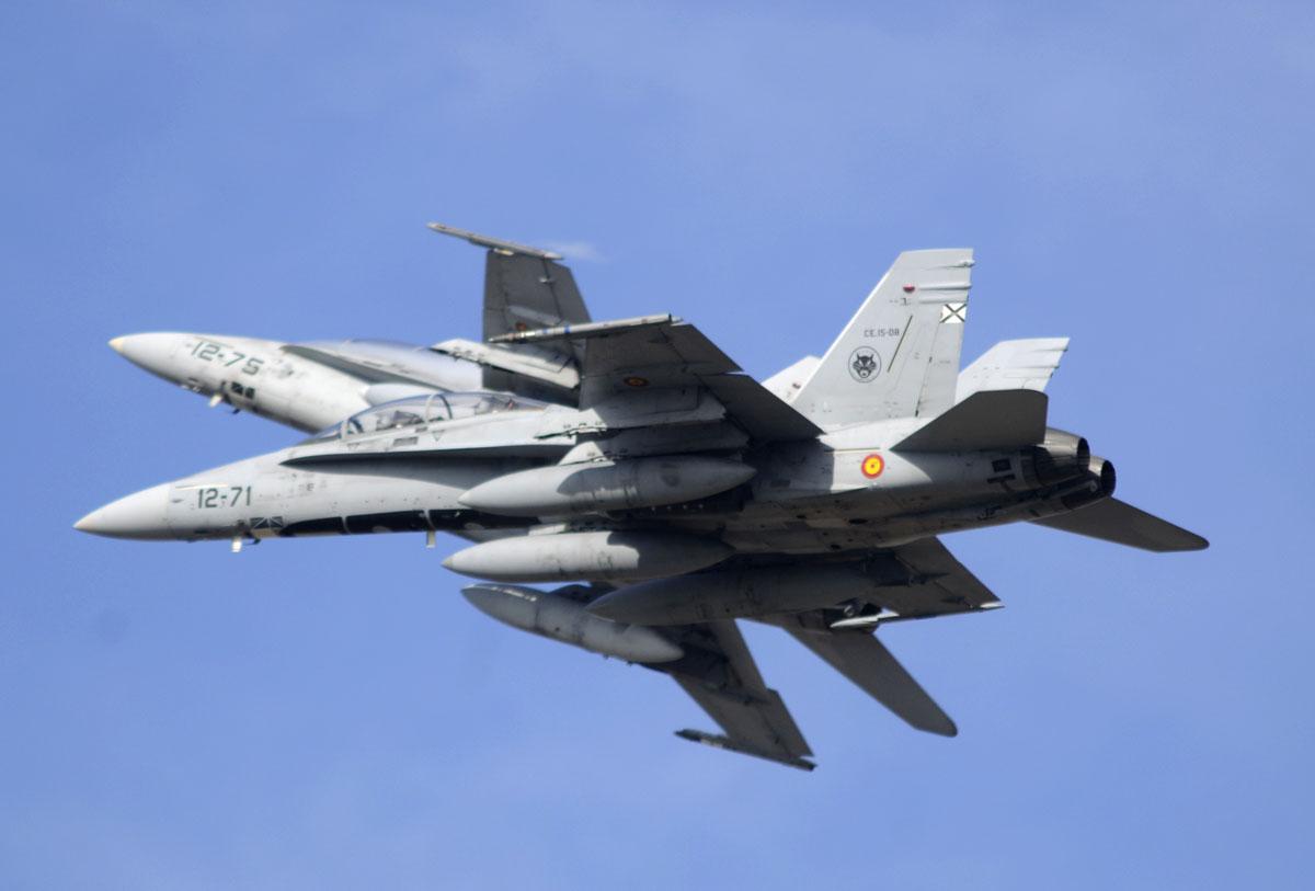 Dos F-18 del Ala 12