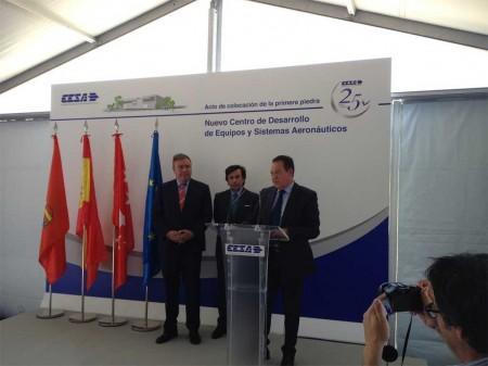 El presidente de CESA, José Luis Leal, con el alcalde de Getafe, a la izquierda y el viceconsejero de Comercio e Industria de la Comunidad de Madrid.
