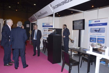 Directivos de CESA reciben a otras empresas en su stand en ADM Sevilla 2016.