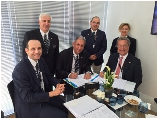 Acto de la firma del nuevo contrato de CESA en Paris Air Show 2015