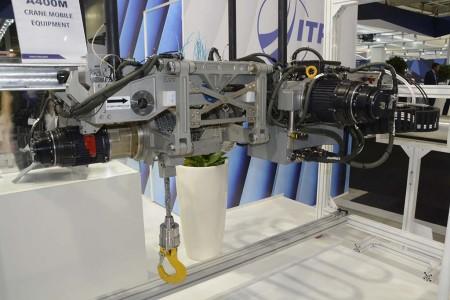 Uno de los últimos desarrollos de CESA ha sido una grúa interna para la bodega del Airbus A400M.