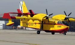 España cuenta con tres Canadair CL-415 que operan conjuntamente con los CL-215T.