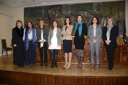 Las ponentes en la jornada del COIAE con la decana del colegio.