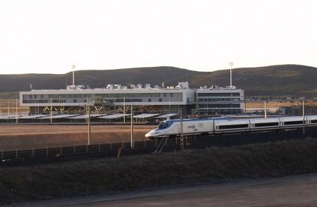 Aeropuerto de Ciudad Real y un AVE