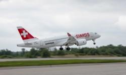 Despegue del Bombardier CS100 hacia el salón de Le Bourget.