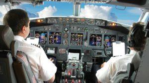 Muchas aerolíneas recurren a la contratación de sus pilotos mediante empresas intermediarias para reducir sus costes.