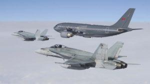 Uno de los CC-150 Polaris, denominación canadiense de los A310, acompañado por dos F/A-18.