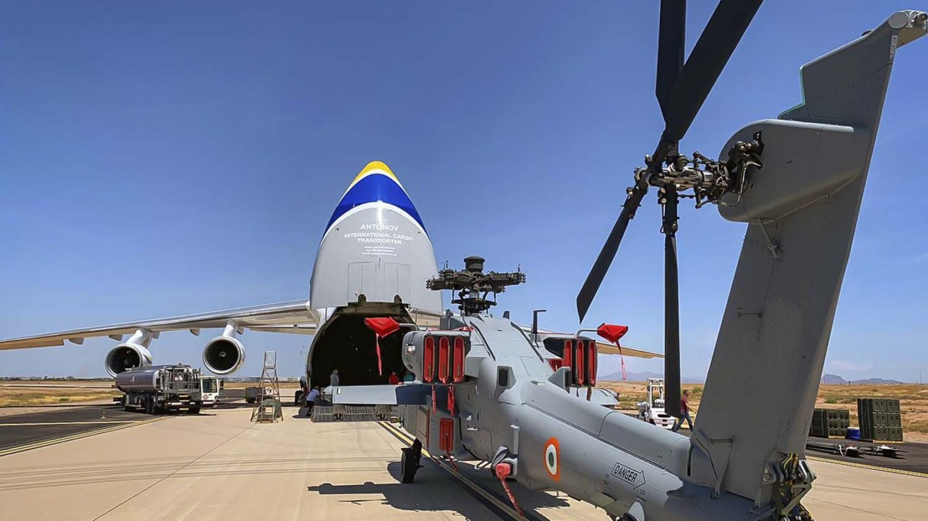 Boeing seguirá usando los servicios de Antonov Airlines para la entrega de más AH-64.