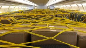 Los ingresos por los vuelos de carga por el COVID-19 lavan un poco la cara de IAG aunque no impiden unas pérdidas récord.