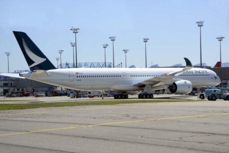 En la primera mitad de 2018 Airbus comenzó las entregas del A350-1000 con aviones a Qatar Airways y Cathay Pacific.