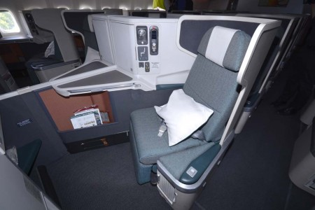 Asientos de clase business en el Boeing 777 de Cathay Pacific.