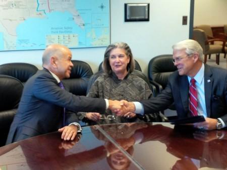 Michael Huerta, Peggy Gilligan y Allan McArtor