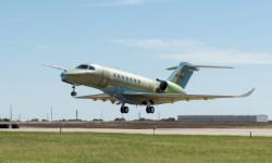 Despegue del Citation Longitude desde el aeropuerto Beech Field en Wichita (Kansas, EE.UU.).