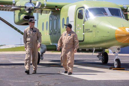 Corey Eckhart y Aaron Tobias, pilotos del prìmer vuelo del Cessna SkyCourier.