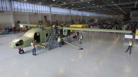 Unión de las alas con el fuselaje en el primer Cessna Skycourier.