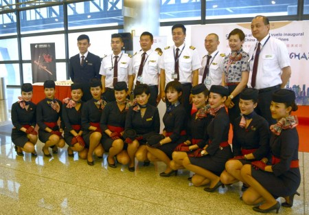 Tripulación del vuelo inaugural Madrid Shanghai de China Eastern.