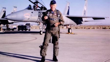 Con motivo del 50 aniversario de su vuelo en el X-1, Yeager hizo su último vuelo oficial con la USAF. Fue a bordo de un F-15 bautizado, como muchos de sus aviones, Glamorous Glennis por su primera mujer.q