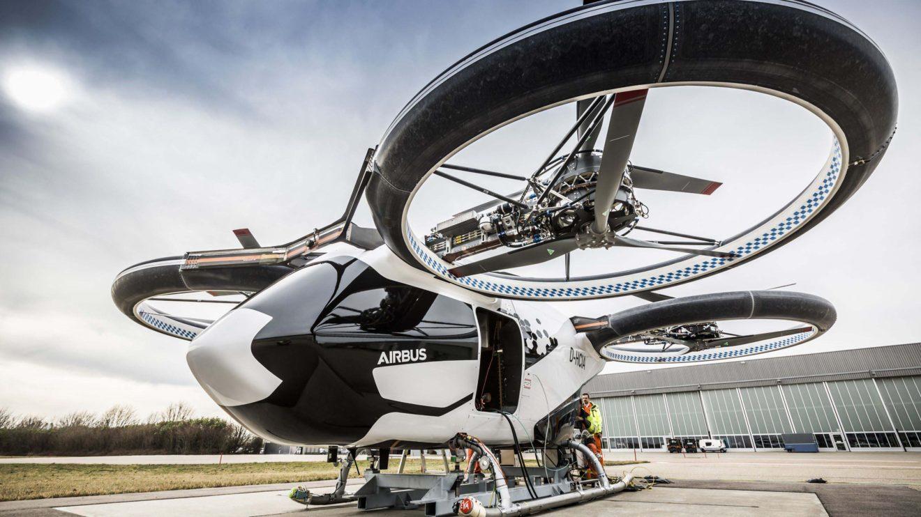 Los rotores van protegidos por un anillo que además mejora las prestaciones ya que aumenta la eficacia de las palas del rotor.