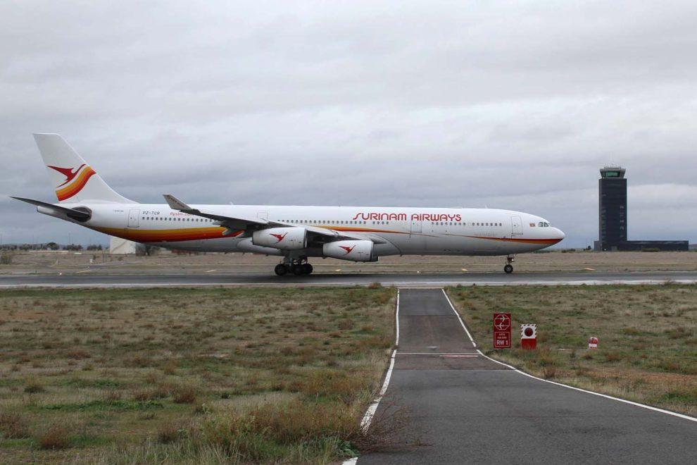 Aterrizaje en el aeropuerto de Ciudad Real del Airbus A340 TZ-.TCR para su desguace.