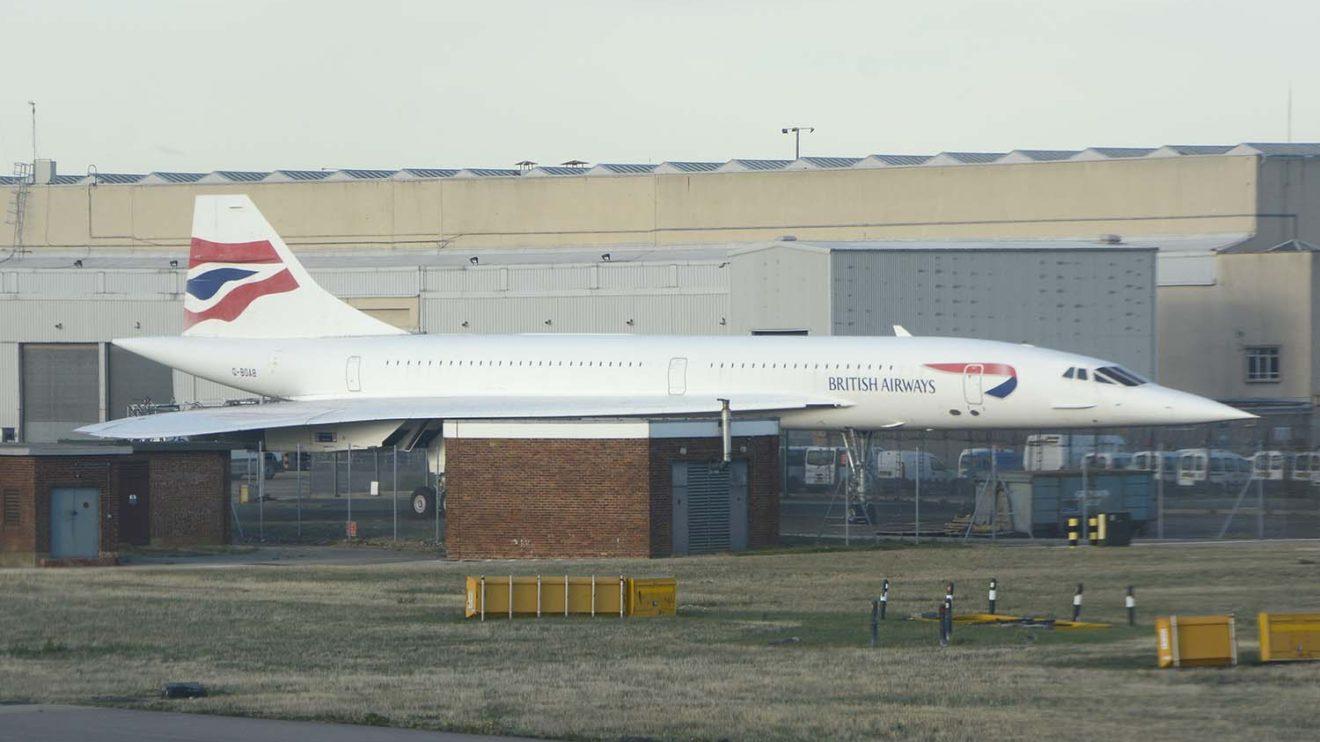 El Concorde G-BOAB permanece en el aeropuerto de Londres Heathrow, a la espera de un lugar para ser expuesto.
