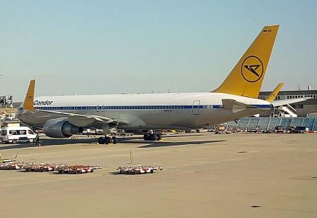 Condor vuela el largo radio principalmente con Boeing 767.