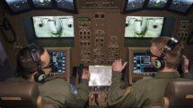 Simulador de la consola de control del repostaje en vuelo del Boeing KC-46A.