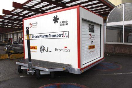 Contenedor de temperatura controlada para el transporte aéreo de medicinas.